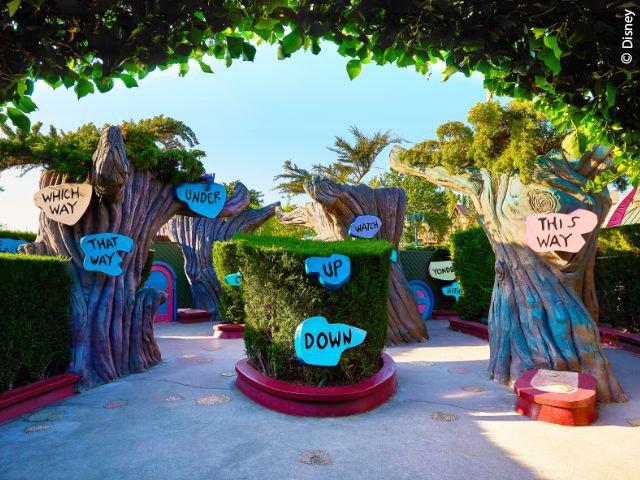 Disneyland Paris - Disneyland Park - Alice's Curious Labyrinth