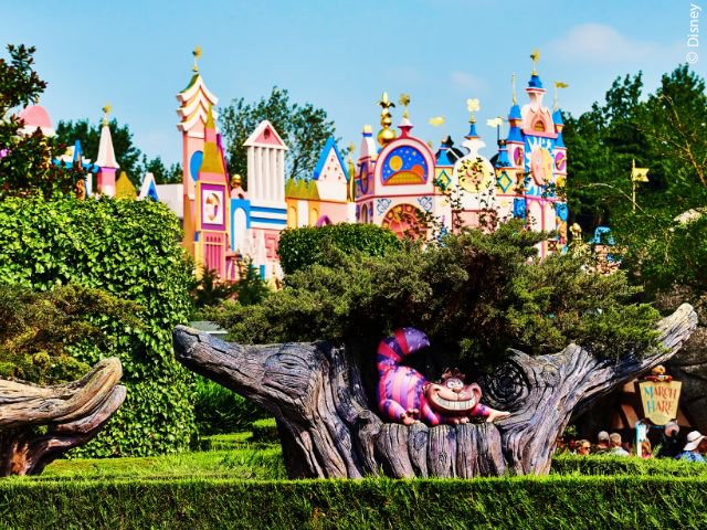 Disneyland Paris - Disneyland Park - Alice's Curious Labyrinth