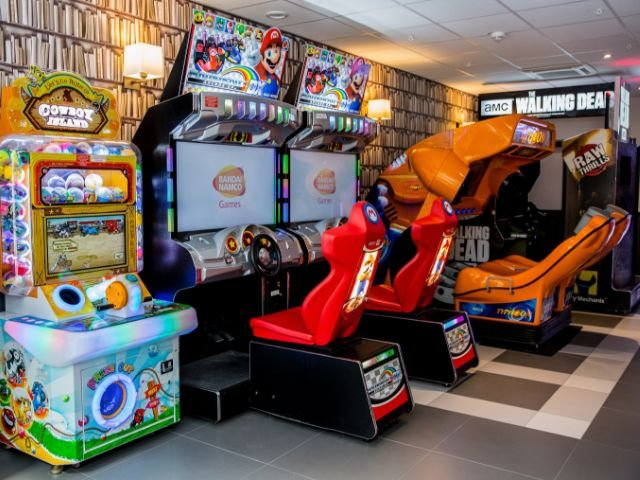 Disneyland Paris - hotel Campanile val de France - gameroom