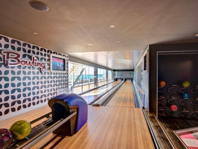 MSC Meraviglia - bowling