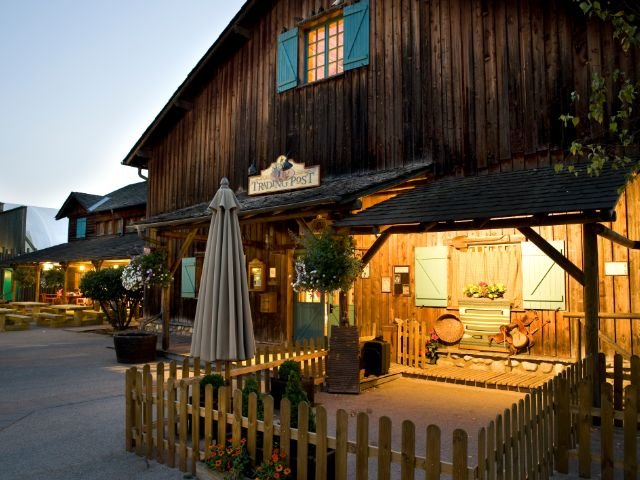 Disneyland Paris - Disney's Davy Crockett Ranch - Trading post