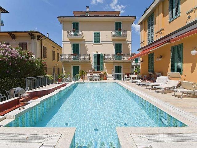 Hotel Maestoso zwembad