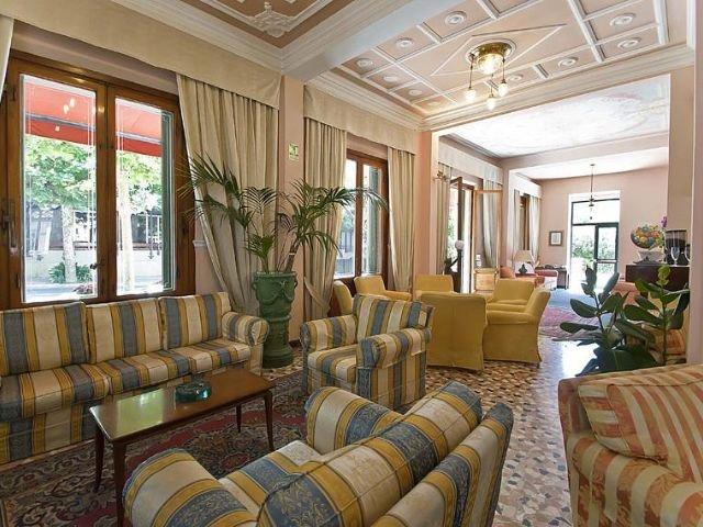 Hotel Maestoso lounge