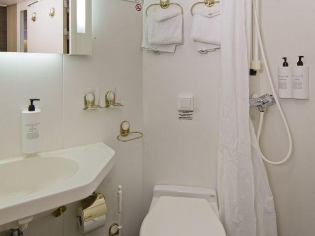 Hurtigruten MS Nordlys voorbeeld badkamer