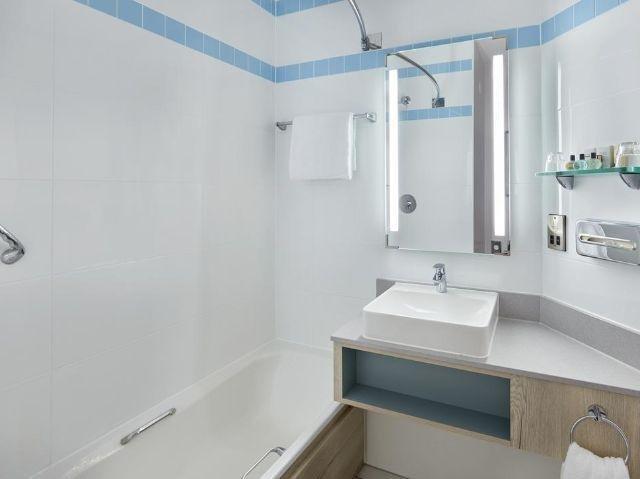 Groot-Brittannië - Londen - Croydon - Jurys Inn Croydon voorbeeld badkamer