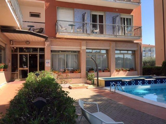 Italië - Diano Marina - Hotel Kristall *** - entree - zwembad
