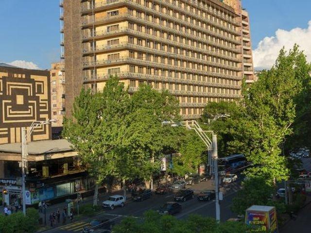 Yerevan - Ani Plaza Hotel **** - aanzicht hotel