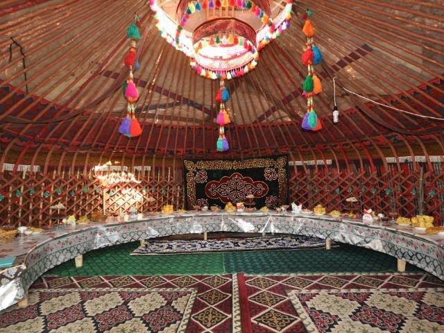 Son Kul - Yurt Camp - algemene yurt voor ontbijt en diner