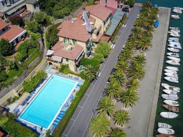 Le Grazie - Hotel Della Baia *** - ligging hotel