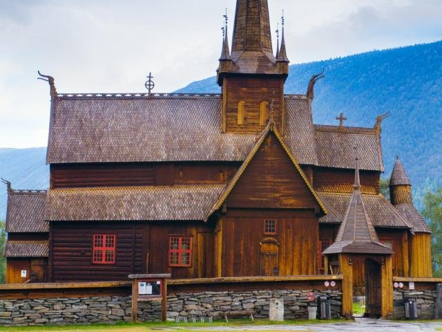 Lom staafkerk