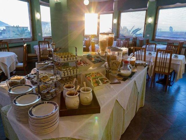 Diano Marina - Hotel Villa Igea *** - ontbijt