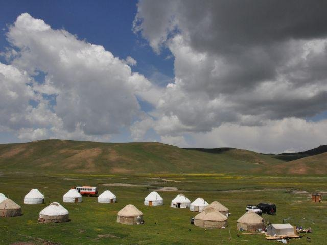 Son Kul - Yurt Camp - uitzicht Yurt camp