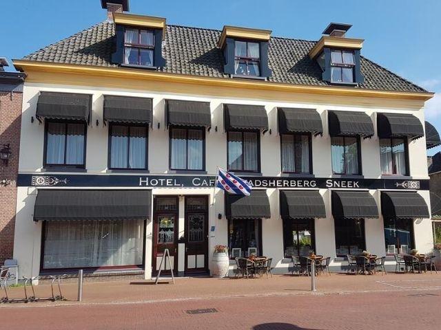 Sneek - Stadsherberg Sneek - hotel aanzicht