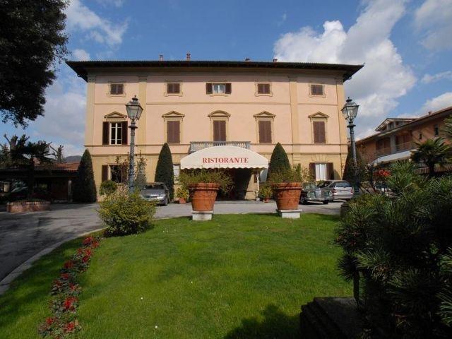 Pescia - Hotel Villa Delle Rose - aanzicht hotel