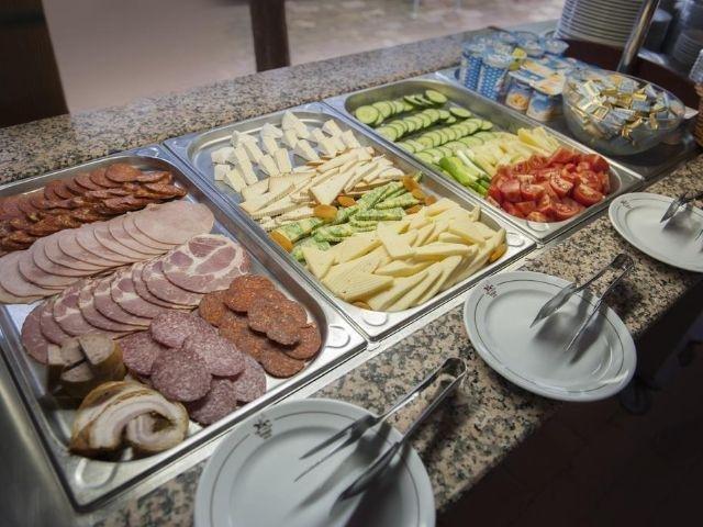 Kerekegyháza - Varga Tanya Hotel - ontbijtbuffet