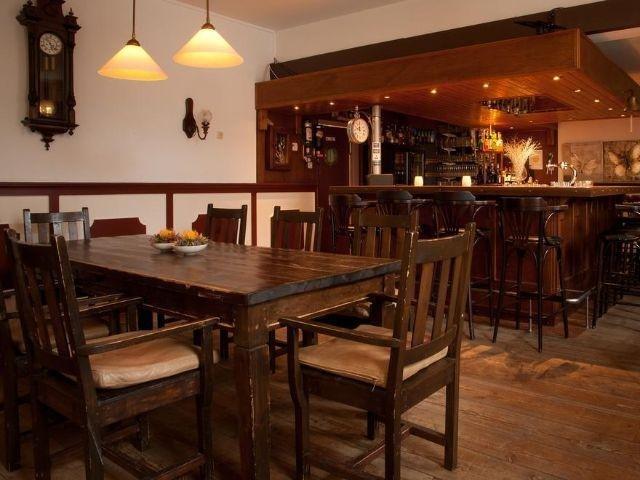 Uithuizen - Hotel het Gemeentehuis - bar