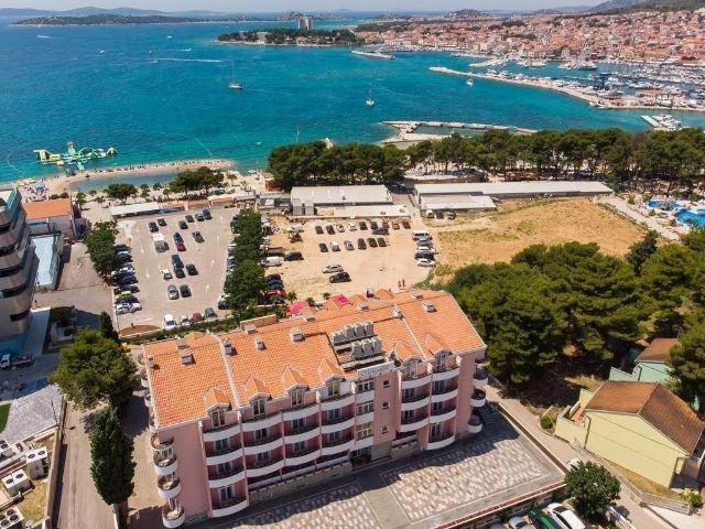 Vodice - Hotel Miramare **** - hotel aanzicht