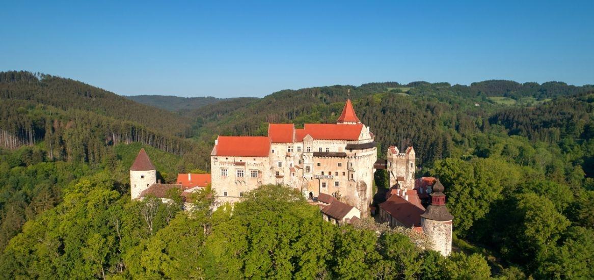 Moravie Pernstejn kasteel